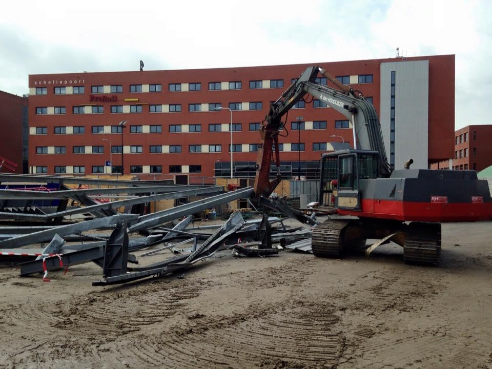 gebouw Prorail op de achtergrond sloopwerk